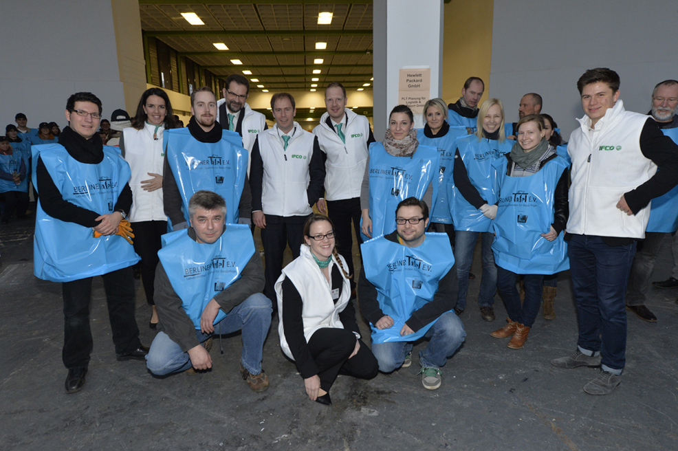 IFCO's combines its annual presence at Fruit Logistica with social engagement as part of their WORLDWIDE RESPONSIBILITY initiative, and once again supports the Berliner Tafel in their 'clean up' action.