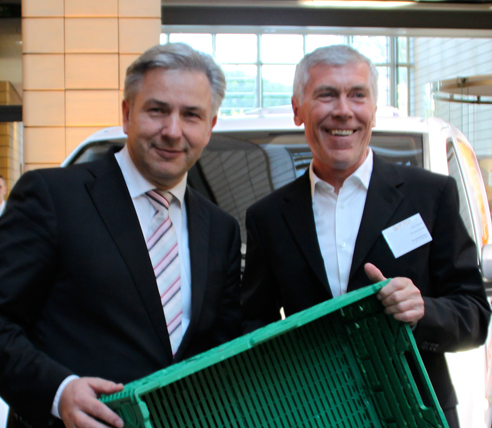 "Be Food Bank, be green, be IFCO in Berlin – Klaus Wowereit discovers IFCO's ""green crates"""